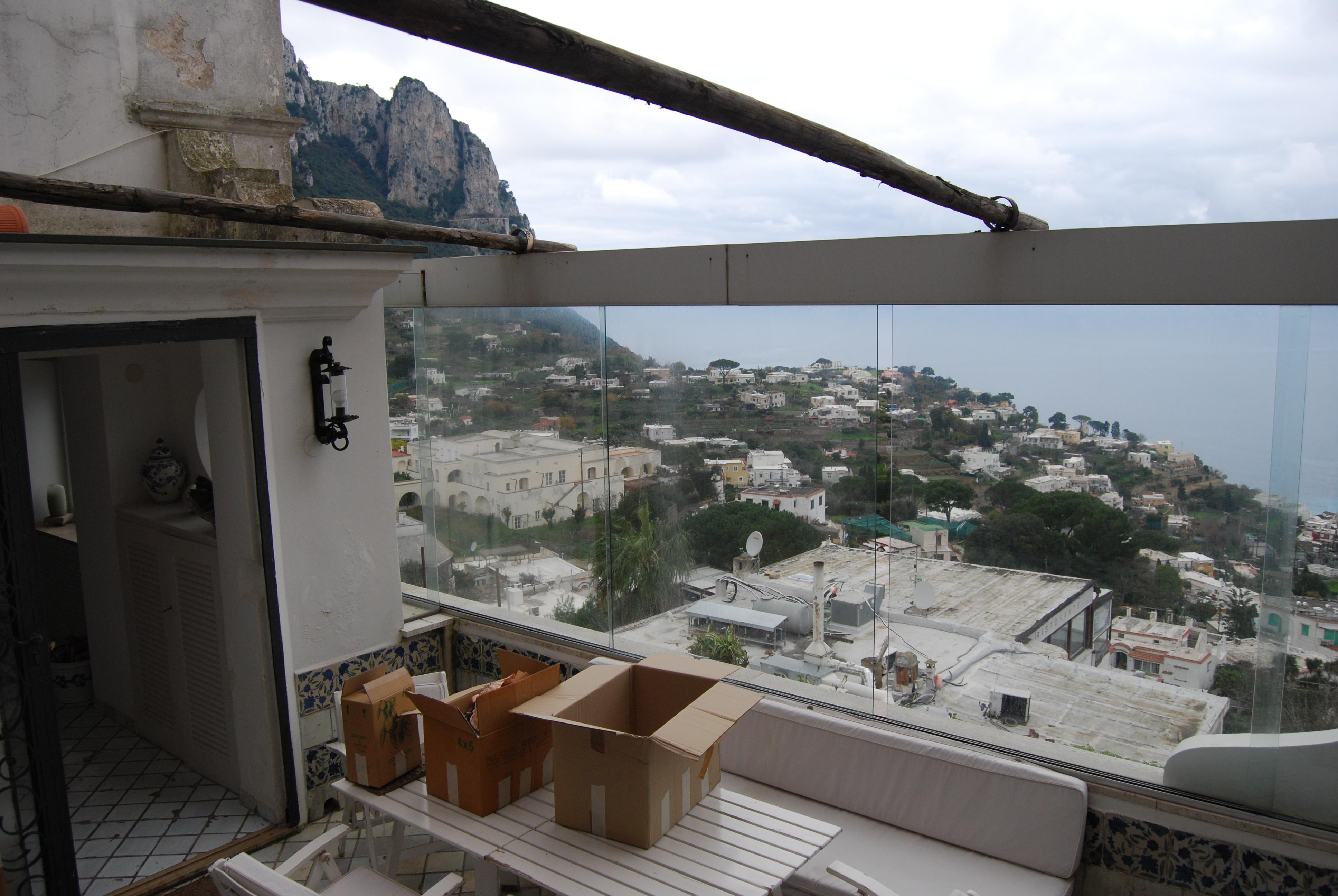 Appartamento a capri con terrazza vista mare for Piani di casa con 5 camere da letto con stanza bonus
