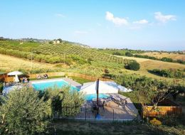 Rif. FG1614 Country House in vendita a Colonnella con piscina